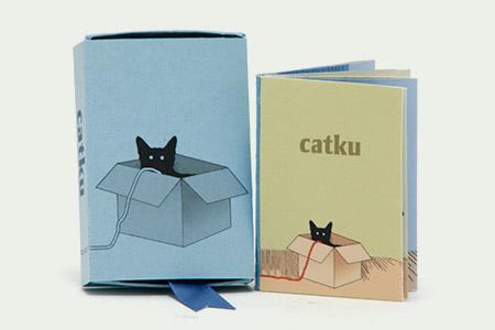 Tato ručně vyrobená knížečka, nebo spíše leporelo,  zobrazuje autorovu černou kočku Leilu. Originálními ilustracemi ji zachytil při nejrůznějších činnostech.