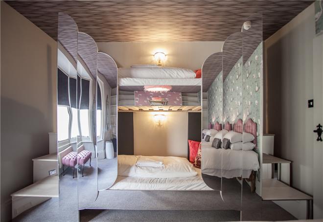 Flamingo bunkbeds