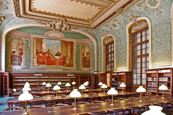 Pařížská univerzita ve Francii.