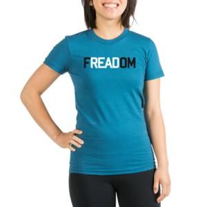 Hra se slovy je to, co zdobí toto tričko.