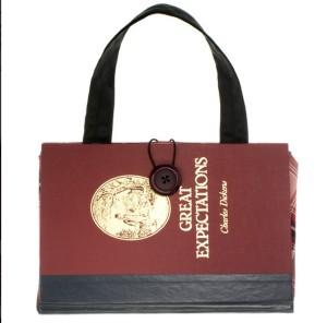 Myslíte, že toto je kniha? Omyl, jedná se o kabelku!