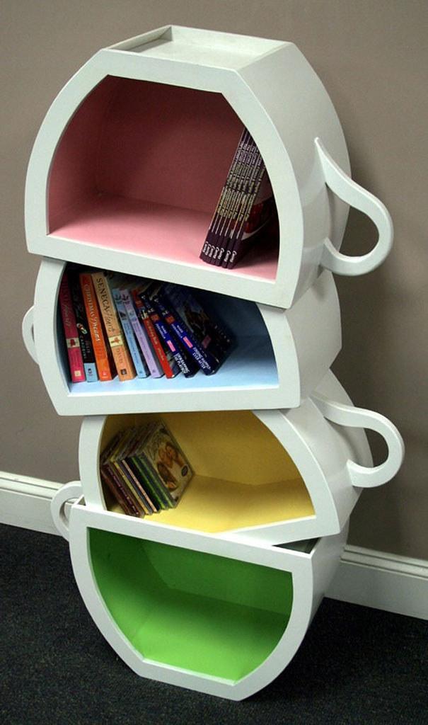 Uložte si knihy do hrníčků.