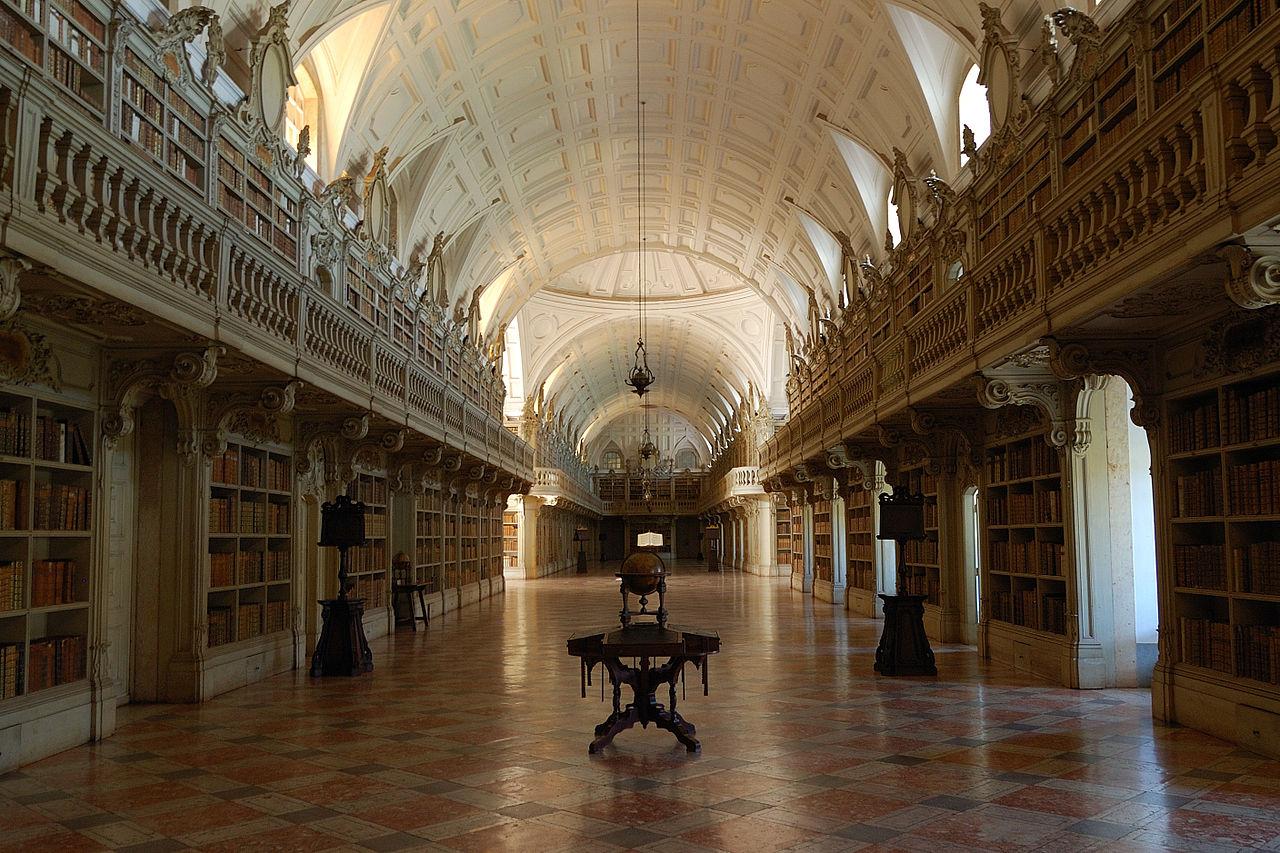 Mafra National Palace Library ve městě Mafra v Portugalsku.