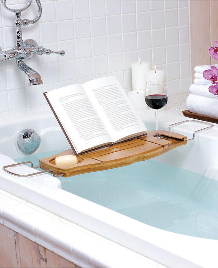 Je něco lepšího, než si číst ve vaně?